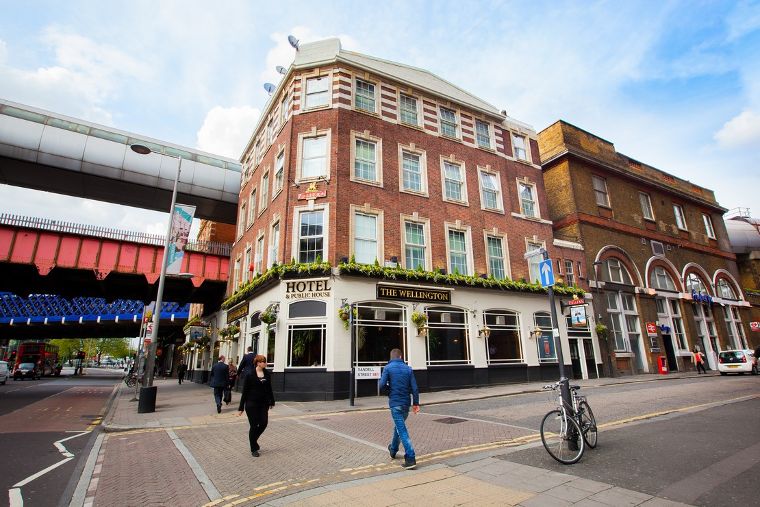 The wellington hotel fuller 39 s hotel pub and restaurant for Hotels waterloo